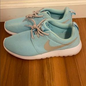 Togas has blue Nike Roshes